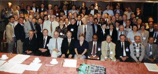 [Executive Committee and Delegates at the 1999 Congress]