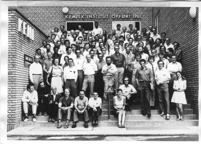 [1972: NATO School on Experimental Aspects of X-ray and Neutron Diffraction: Group photo]